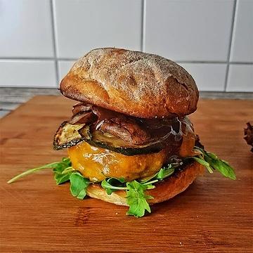 edles-fleisch-rezepte-paul-cooks-burger-gebratene-zucchini-mit-pilzen