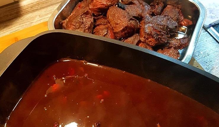 edles-fleisch-rezepte-paul-cooks-irische-ochsenbaeckchen-zubereitung-sosse